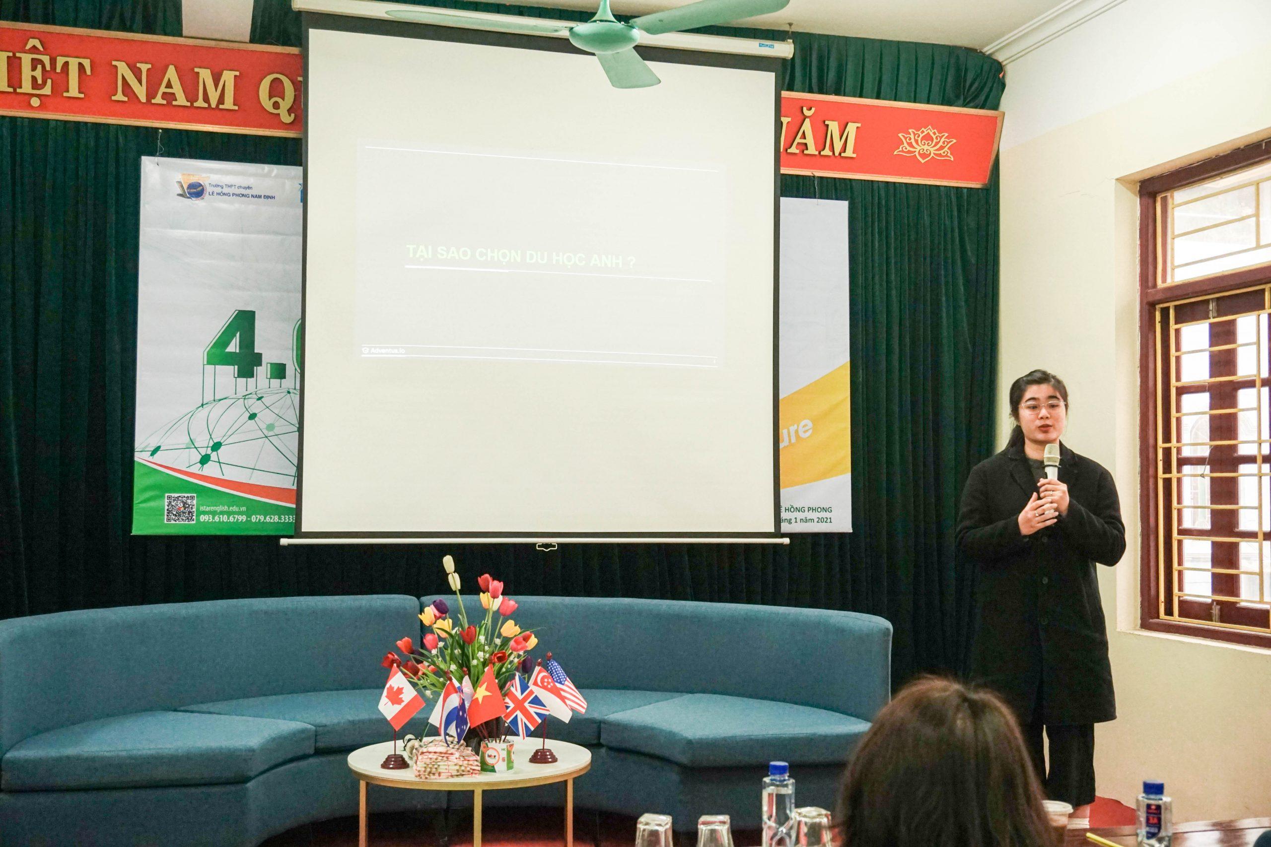 Chị Nguyễn Quỳnh Trang - Đại diện các Trường ĐH tại Anh chia sẻ về các cơ hội và khó khăn khi du học tại Anh