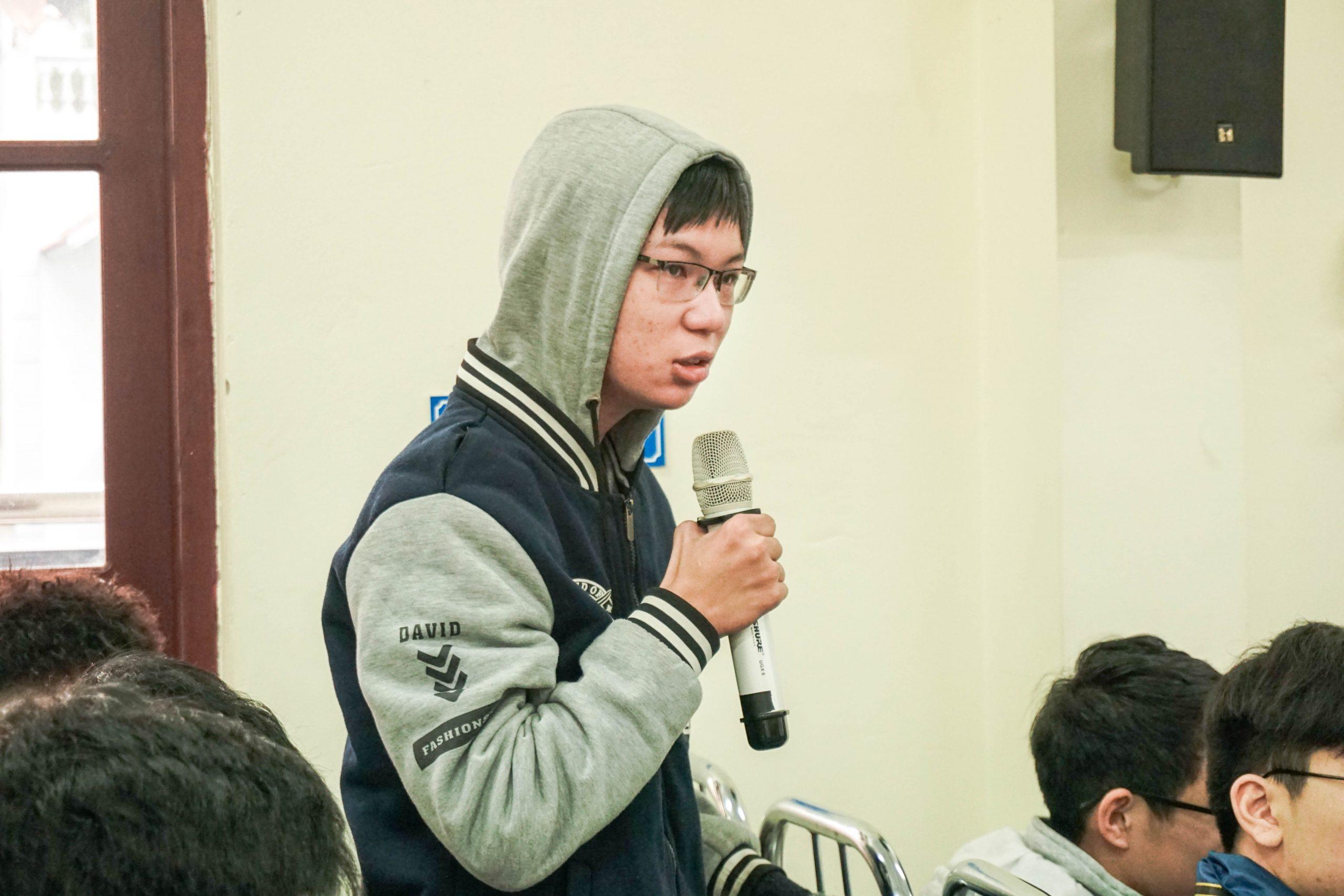 Các bạn học sinh trường THPT Chuyên Lê Hồng Phong đặt câu hỏi cho các chuyên gia tư vấn du học từ ISTAR