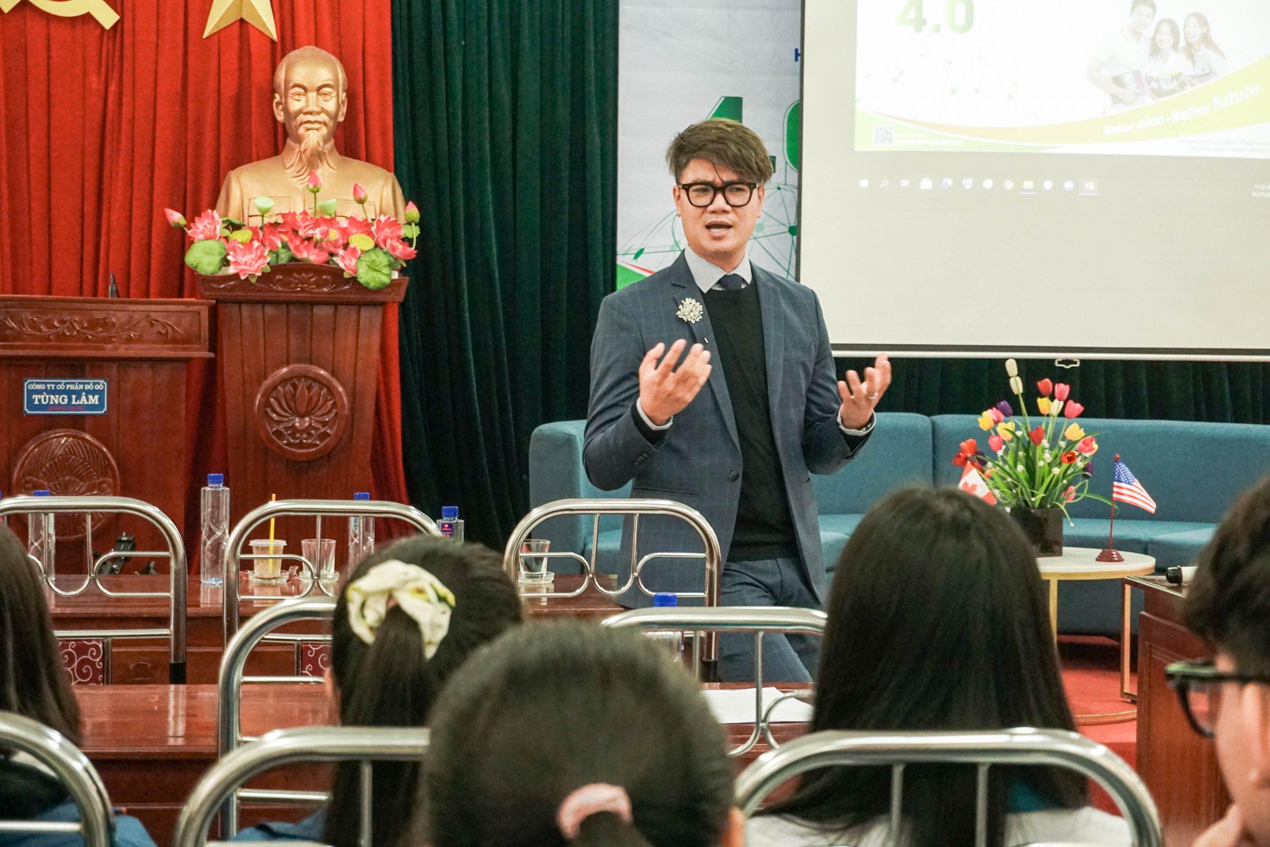 Ông Đinh Xuân Lộc - đại diện các trường tại Mỹ chia sẻ về xu hướng nghề hot tại Mỹ