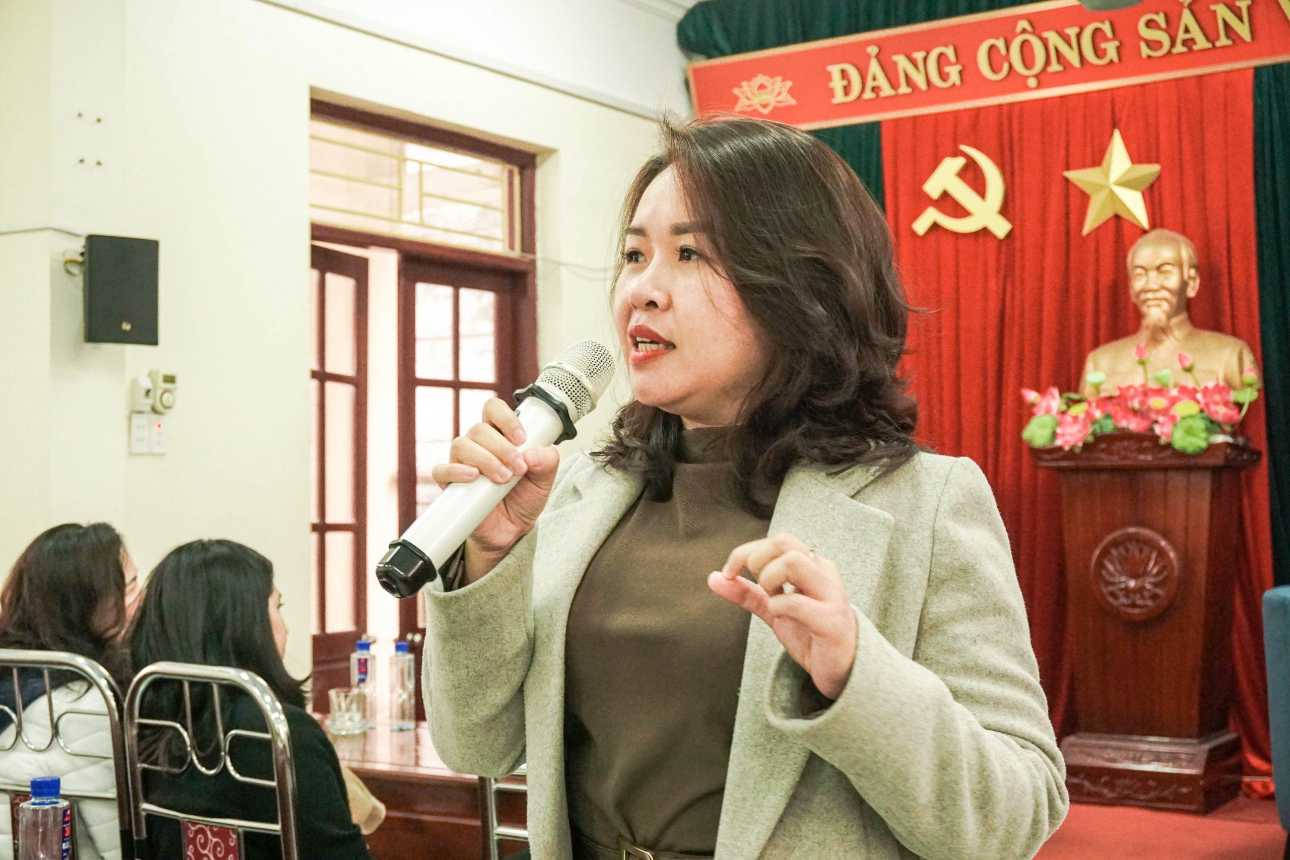 Bà Phạm Ngọc Quỳnh - Đại diện Trường tại Singapore chuyển tiếp ĐH Châu Âu