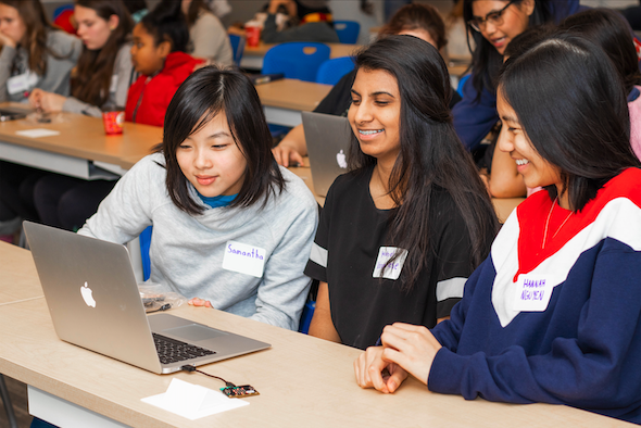 Học viên của viện công nghệ Ontario trong một buổi học